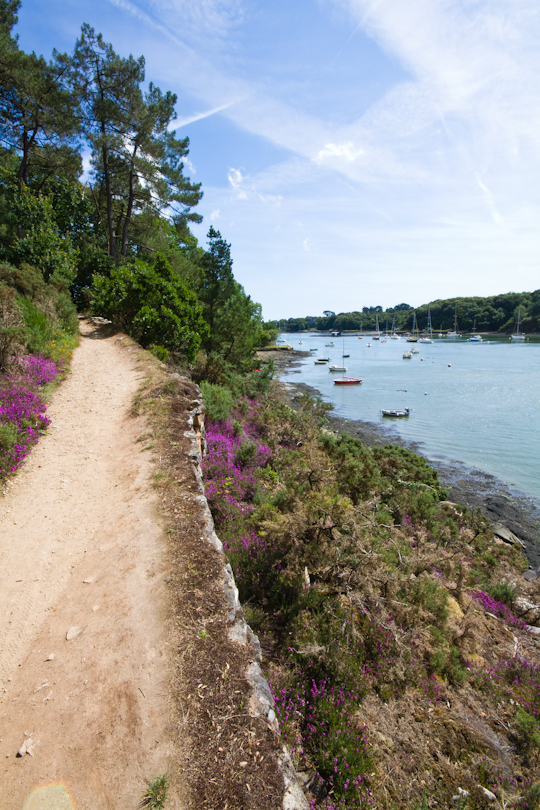 The coastal path in Le Bono, Morbihan