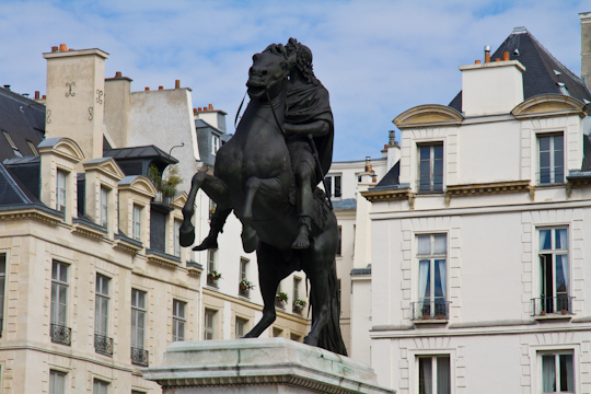 Weekly get to know paris challenge 32 - Place des victoires metro ...