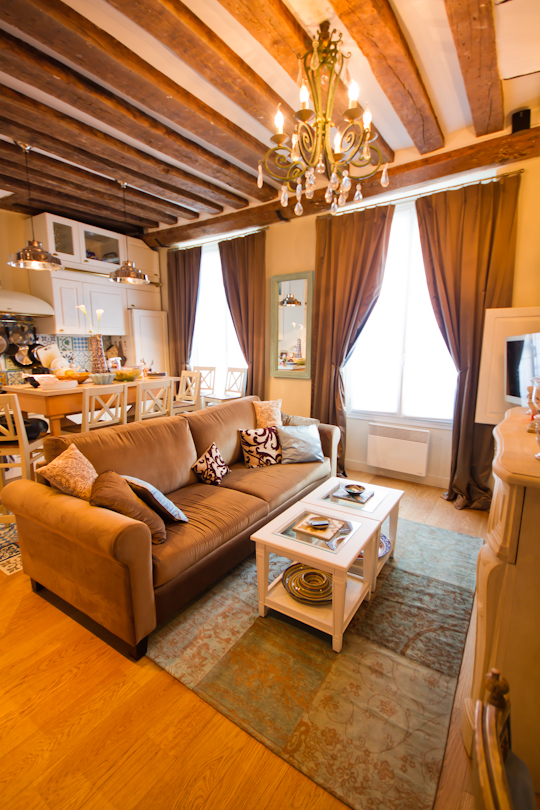 Marais-apartment-with-rug